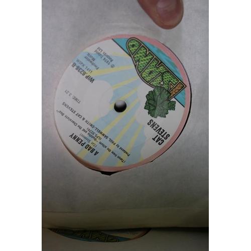 461 - Vinyl - Around 80 45s to include Neil Young, Kate Bush, Jethro Tull. Genesis, The Beatles etc, inc c...