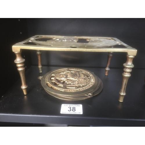 38 - Brass Trivet & 4 x Brass Plaques...