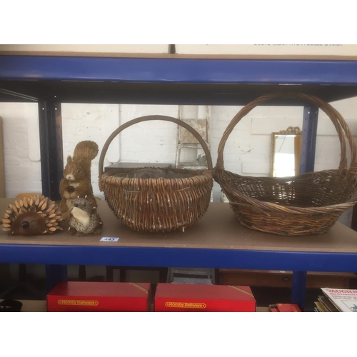 443 - 2 x Wicker Baskets, Wicker Squirrel & Pine Cone Hedgehogs...