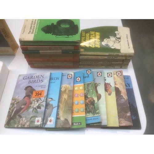 394 - Quantity of Vintage Penguin/Ladybird Books...