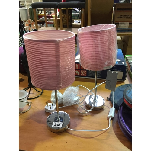 240 - 2 x Lamps - New...