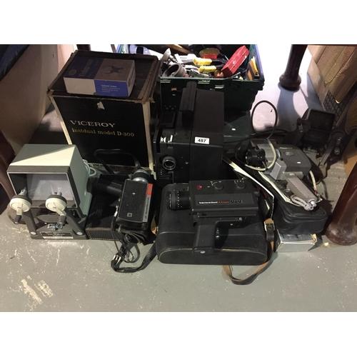 487 - Quantity of Vintage Camera Equipment...