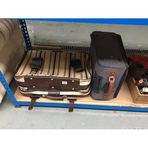662 - Quantity of Suitcases...