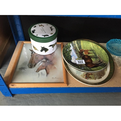 922 - Quantity of Horse Plates, Picture, Mug...