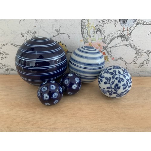27 - 5 x Blue & White Ceramic Balls