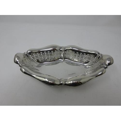 228 - An Edward VII silver pierced oval Dish, Sheffield 1903, 10 in, 202 gms....