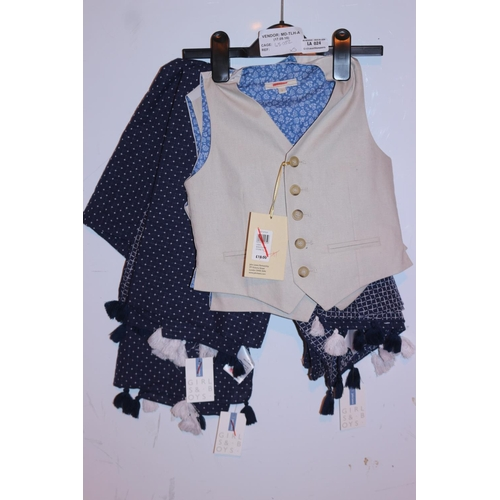 24 - ASSORTED CHILDRENS CLOTHING ITEMS TO INCLUDE SCARVES AND WAISTCOAT (17.09.18) (45.052)...
