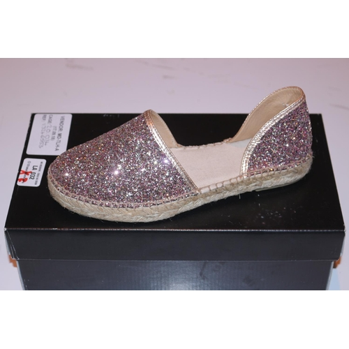 32 - PAIRS OF JOHN LEWIS LALIA GLITTER SHOES IN SIZES 4 AND 5 (17.09.18) (20.034) (13246552) (13246553)...