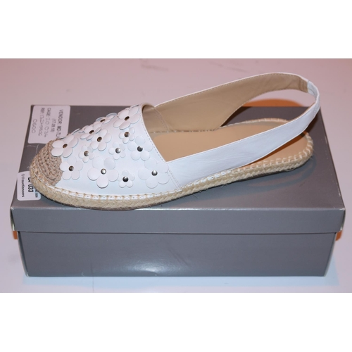33 - PAIR OF JOHN LEWIS SIZE 41 WOMENS SLIP ON SHOES RRP £60 (17.09.18) (20.034)(13245806)...