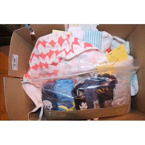 49 - ASSORTED CHILDREN'S CLOTHING ITEMS IN A BOX TO INCLUDE PAIRS OF SOCKS AND MUCH MORE (17.09.18) (45.0...