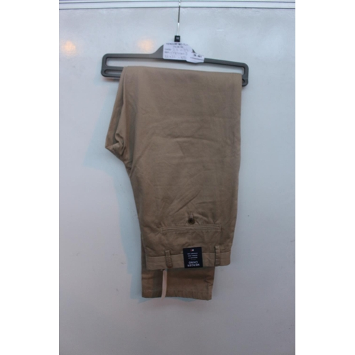 1 - 1 BRAND NEW PAIR OF TOMMY HILFIGER CHINOS SIZE 32/32 RRP£80 14.9.18 23.039...