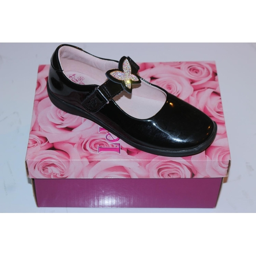 942448845ecd 20 - ASSORTED PAIRS OF CHILDRENS SCHOOL SHOES BY LELLI KELLY AND CLARKS  (09.10.