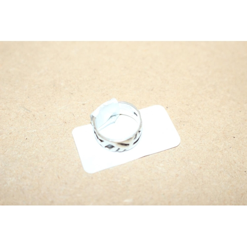58 - 1 X SILVER FANCY DESIGN RING 9EX98)...