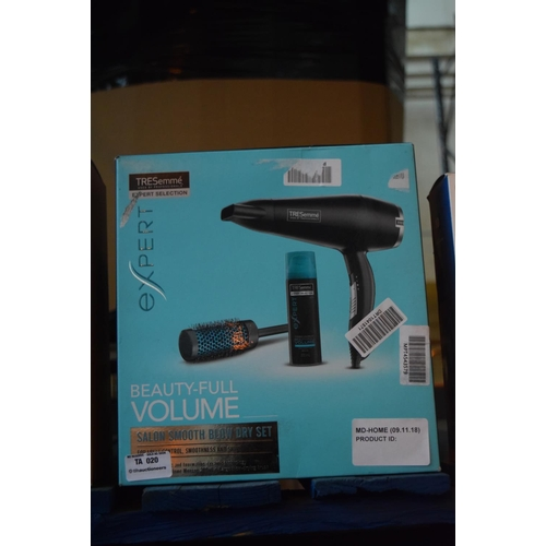 20 - 1X BOXED TRESEMME SALON SMOOTH BLOW DRYER (09.11.18)...