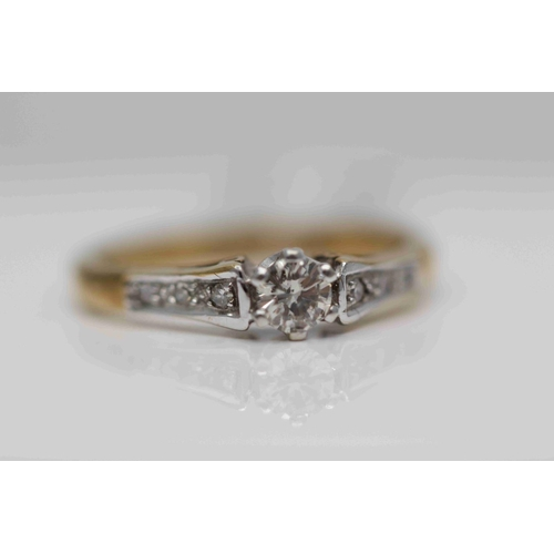 213 - **£925.00** 9CT YELLOW & WHITE GOLD SOLITAIRE DIAMOND RING, DIAMOND SHOULDERS, TOTAL DIAMOND WEIGHT:...