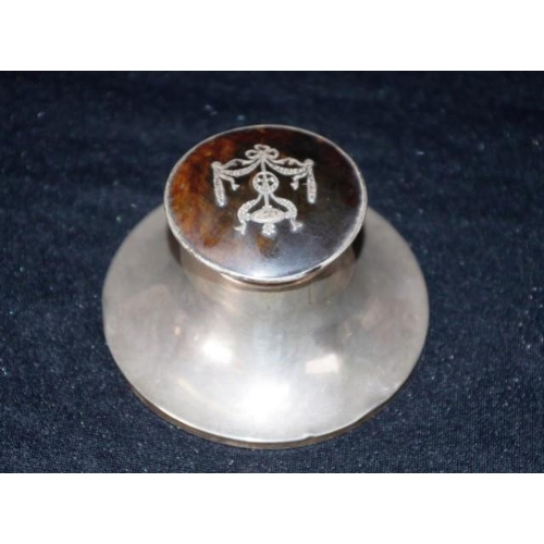 1179 - Victorian sterling silver inkwell Birmingham 1898, makers Cohen & Charles, with decorated tortoisesh...