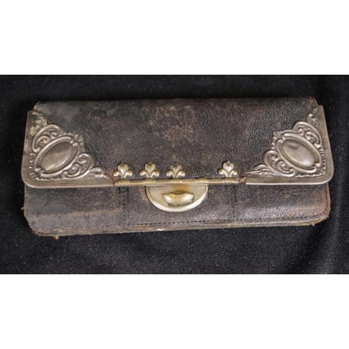 1204 - Edward VII sterling silver appointed leather purse London 1907, sterling silver decoration, to leath...