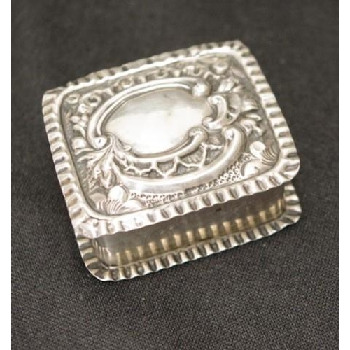 1276 - Sterling silver trinket / pill box with embossed decorative lid. Hallmarked Birmingham 1902...