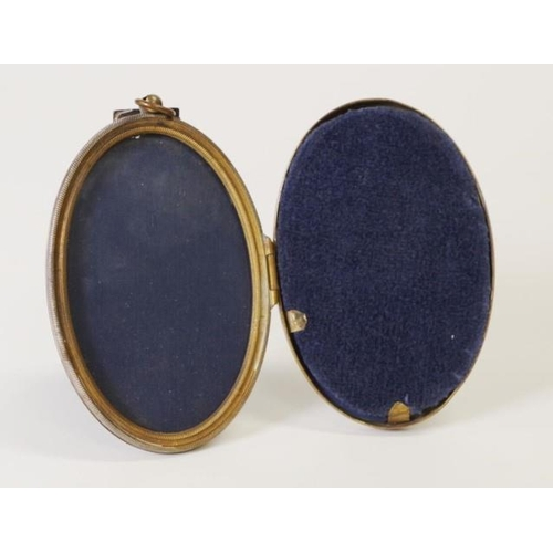 1326 - Victorian folding double picture frame of eisel form....