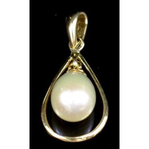 186 - 18ct yellow gold and pearl swinging pendant marked 750 fresh water pearl approx 8.6mm x 6.2mm drop....