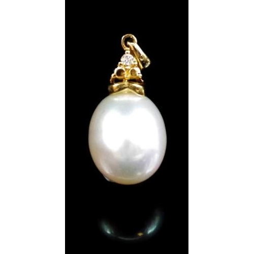 189 - Pearl and diamond,14ct yellow gold pendant marked 585 approx fresh water pearl 11.5mm x 10.1mm oval...