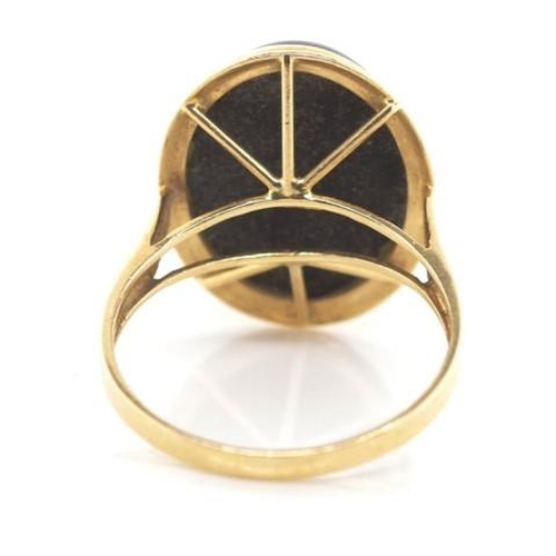 231 - 14ct yellow gold and oynx ring marked 14k approx weight 4.1 grams, ring size O...
