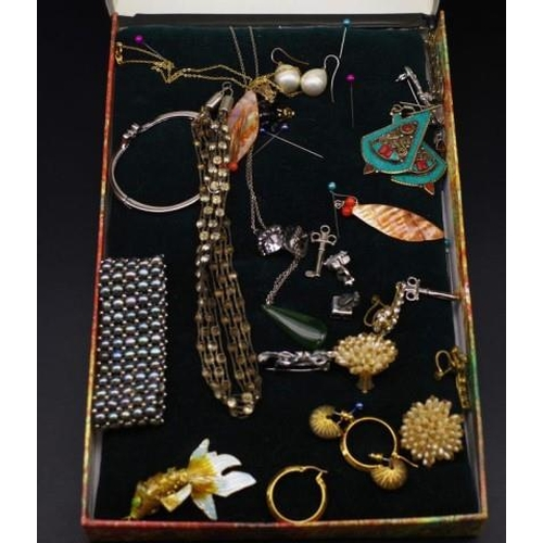 293 - Quantity of costume jewellery for assessment....