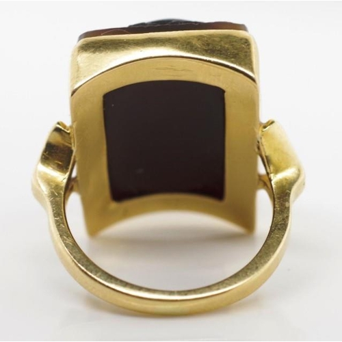 38 - George V intaglio and 18ct yellow gold ring depicting a ancient soldier. Marked Birmingham 18 1929 C...
