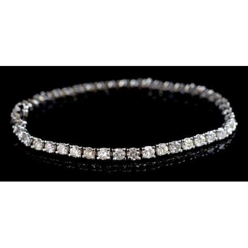 50 - 18ct white gold and 4.6ct diamond tennis bracelet marked 750 approx 46x round brilliant cut diamonds...