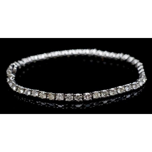 50 - 18ct white gold and 4.6ct diamond tennis bracelet marked 750 approx 46x round brilliant cut diamonds...
