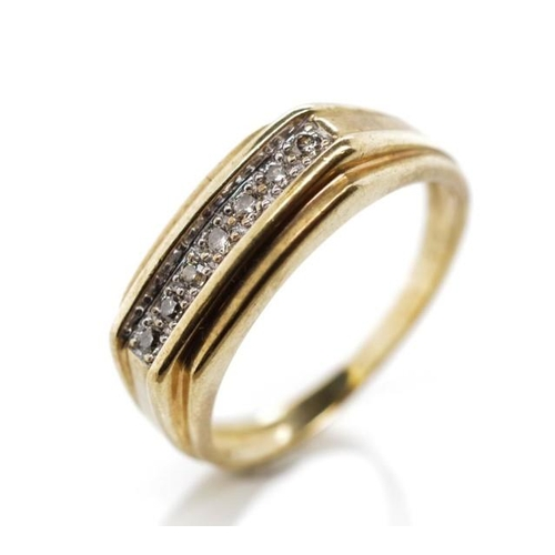 17 - Diamond and 9ct yellow gold ring of seven stone vintage gentlemen's design. Rubbed 375 marks. Approx...