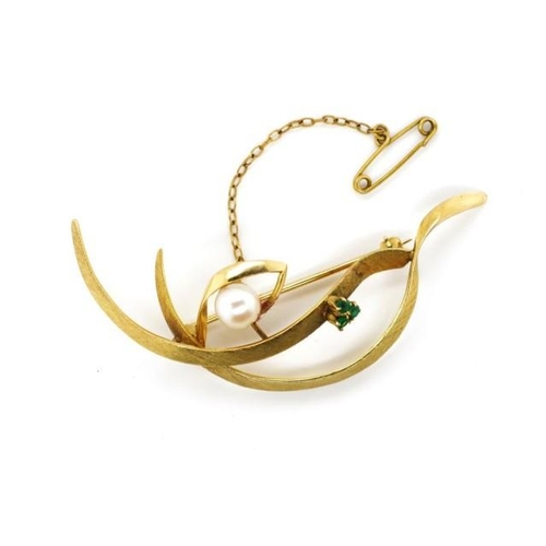 47 - 14ct gold, pearl and emerald brooch marked 14k Approx weight 6.4 grams...