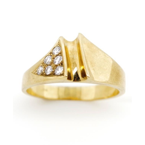 43 - Modernist diamond and 9ct yellow gold ring marked 375. Approx weight 6.6 grams, ring size W...