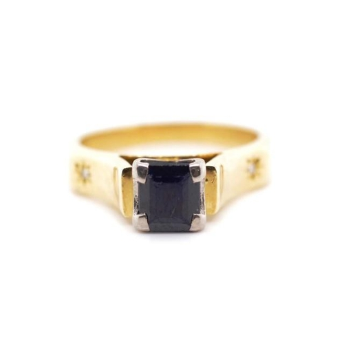 40 - Blue spinel set 18ct yellow gold ring marked 18ct. Approx weight 4.8 grams, ring size K...