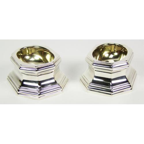 41 - A pair of octagonal Britannia standard silver trencher salts, with gilt bowls, maker's mark of Hemin...