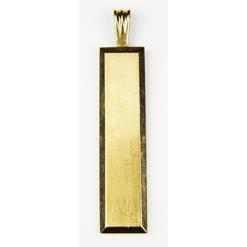 7 - A 9 carat yellow gold rectangular ingot pendant, with loop, gross weight 21.5 grammes...