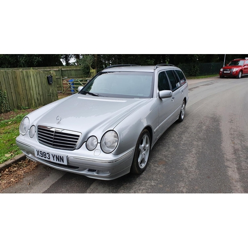 1009 - 2000 Mercedes Benz E240 Avantgarde Auto, 2597 cc. Registration number X983 YNN. Chassis number WDB21...