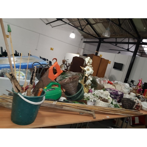 837 - Collection of gardening items...