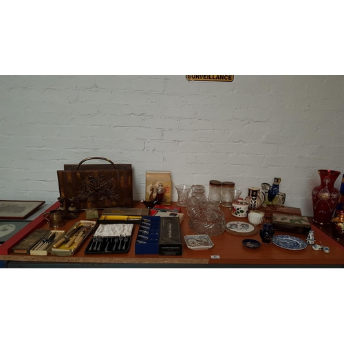 21 - Collection of miscellaneous items including Port Meirion...