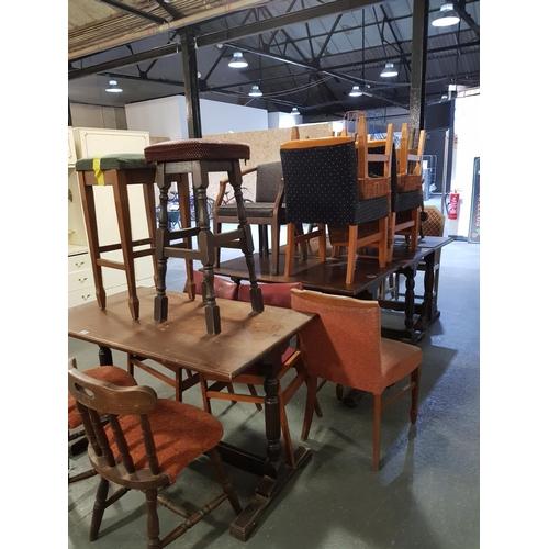 910 - Quantity of pub furniture...