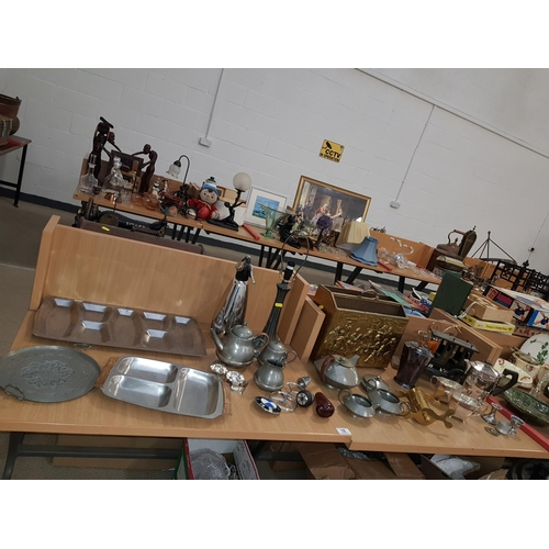 18 - A selection of metalware...