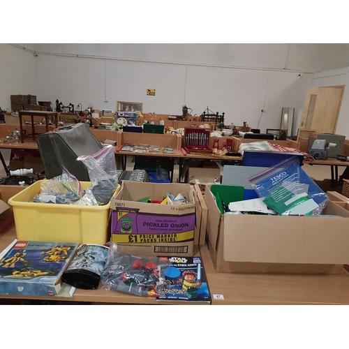 47 - Large quantity of Lego...