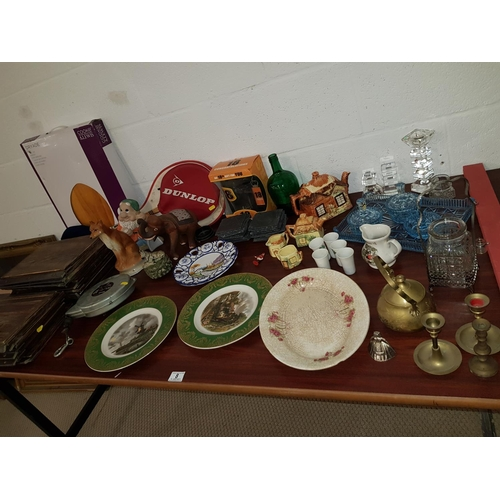 8 - Quantity of miscellaneous items including brassware...