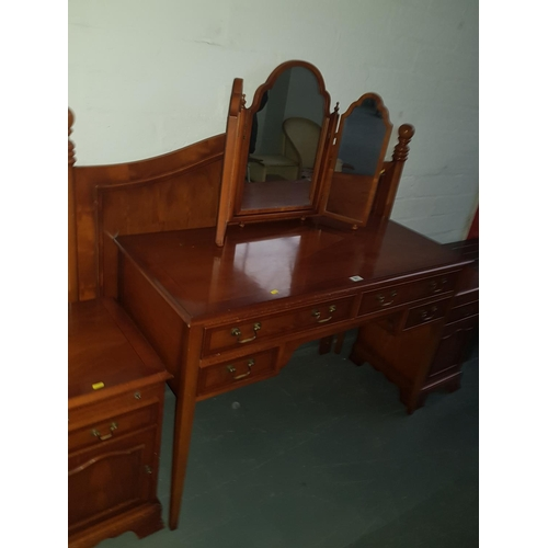 507 - Dressing table,headboard, 2 bedside cabinets and a mirror...