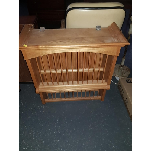 530 - Wooden plate rack...