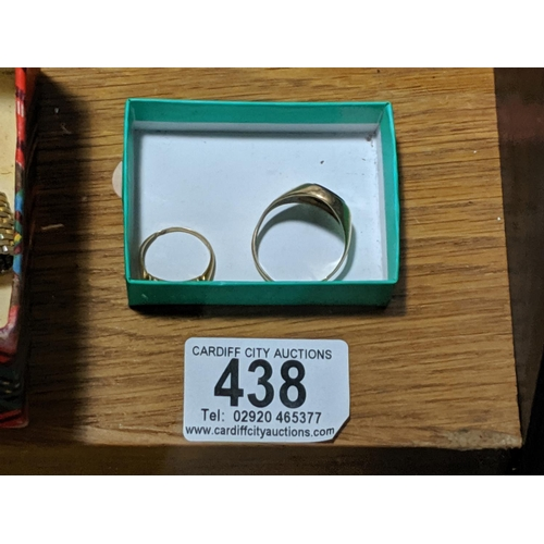 438 - An 18k gold ladies ring and a 9k gold gents ring- scrap- in excess of 8 grams including stones...