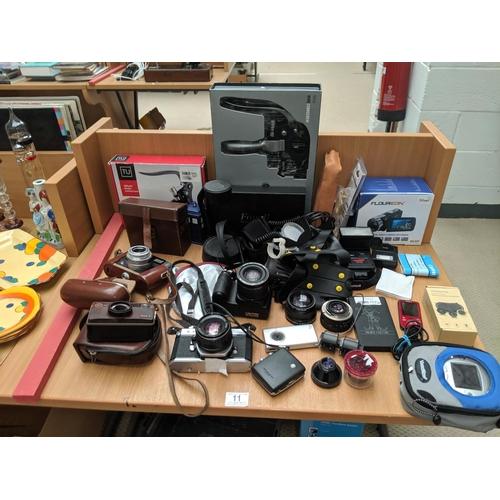 11 - Vintage cameras etc including Asahi Pentax KX, Fujifilm etc....
