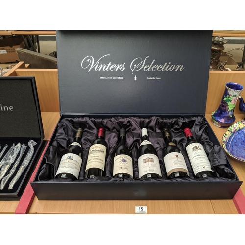 15 - A boxed set of six wines 2009- 2011 ' Vinters Selection'...