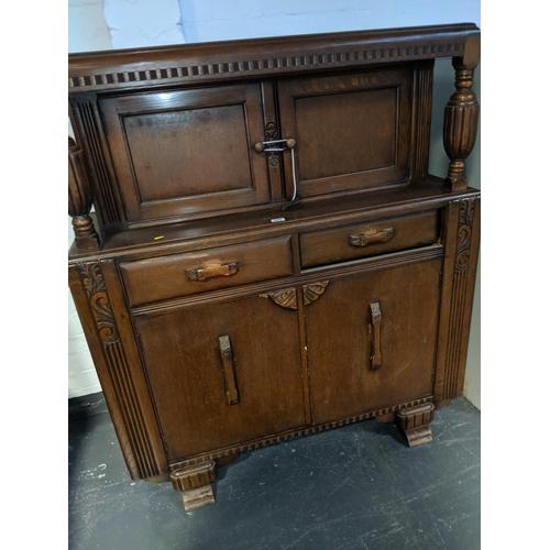 699 - An oak court cupboard...
