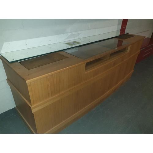 806 - A shop counter unit...